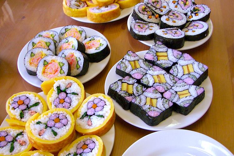 Futomaki Sushi (Thick Sushi Roll)